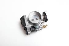 Throttle body ; VW Golf Passat Sharan FORD Galaxy ; 021133064A